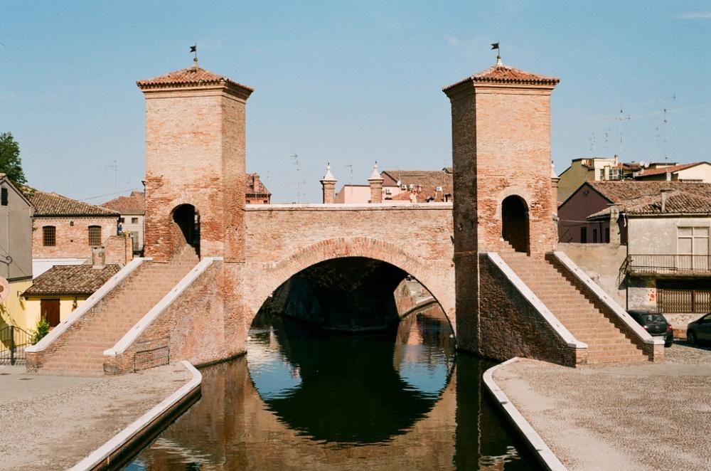 Gate_to_Comacchio.jpg