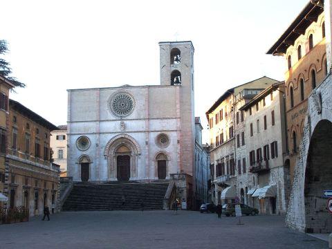 todi-piazza_del_popolo-duomo