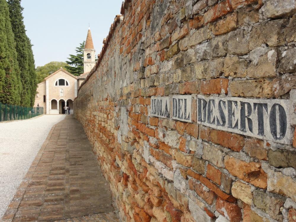 S._Francesco_del_Deserto_-_panoramio_(1).jpg