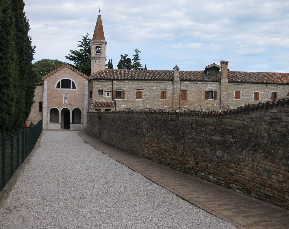 San_Francesco_del_Deserto_02.jpg